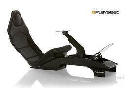 Playseat F1 Black etuviistosta kuvattuna